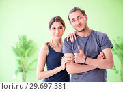 Young woman and man in sports gym. Стоковое фото, фотограф Elnur / Фотобанк Лори