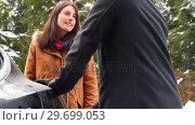 Купить «Couple talking while charging the electric car on a snowy day», видеоролик № 29699053, снято 30 ноября 2016 г. (c) Wavebreak Media / Фотобанк Лори
