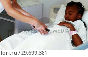 Купить «Female doctor measuring sugar level of sick girl with glucometer», видеоролик № 29699381, снято 5 ноября 2016 г. (c) Wavebreak Media / Фотобанк Лори