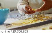 Купить «Senior woman preparing cookies in kitchen at home 4k», видеоролик № 29706805, снято 24 марта 2017 г. (c) Wavebreak Media / Фотобанк Лори