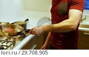 Купить «Man cooking in kitchen 4k», видеоролик № 29708905, снято 25 марта 2017 г. (c) Wavebreak Media / Фотобанк Лори