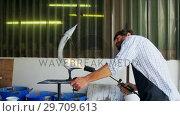 Купить «Craftsman preparing fish sculpture 4k», видеоролик № 29709613, снято 30 мая 2017 г. (c) Wavebreak Media / Фотобанк Лори