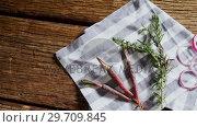 Купить «Carrots, rosemary and onion rings on napkin 4k», видеоролик № 29709845, снято 12 июня 2017 г. (c) Wavebreak Media / Фотобанк Лори