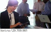 Купить «Female executive using digital tablet 4k», видеоролик № 29709981, снято 19 августа 2017 г. (c) Wavebreak Media / Фотобанк Лори