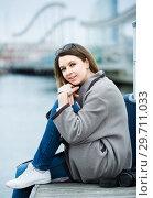 Купить «woman with luggage posing at quay and smiling», фото № 29711033, снято 27 марта 2017 г. (c) Яков Филимонов / Фотобанк Лори