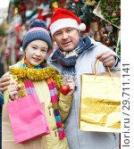 Купить «Happy family after shopping on Christmas market», фото № 29711141, снято 8 декабря 2018 г. (c) Яков Филимонов / Фотобанк Лори