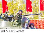 Купить «Russia, Samara, May 2018: Military greeting by the commander of the crew of armored vehicles at a parade rehearsal on a city street.», фото № 29722929, снято 5 мая 2018 г. (c) Акиньшин Владимир / Фотобанк Лори