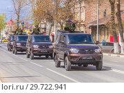 """Купить «Russia, Samara, May 2018: Army jeeps UAZ """"Gusar"""" with a heavy machine gun at the top of a city street.», фото № 29722941, снято 5 мая 2018 г. (c) Акиньшин Владимир / Фотобанк Лори"""