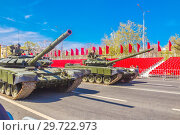 Купить «Russia, Samara, May 2018: Russian main tank T-72B3 with dynamic armor in the city.», фото № 29722973, снято 5 мая 2018 г. (c) Акиньшин Владимир / Фотобанк Лори