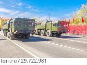 Купить «Russia, Samara, May 2018: Mobile ballistic missile system 9?720 Iskander on a city street.», фото № 29722981, снято 5 мая 2018 г. (c) Акиньшин Владимир / Фотобанк Лори