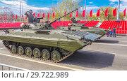 Купить «Russia, Samara, May 2018: Tracked infantry fighting vehicle BMP-2. on the street of the city.», фото № 29722989, снято 5 мая 2018 г. (c) Акиньшин Владимир / Фотобанк Лори