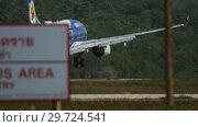 Купить «Airplane approaching and landing at Phuket airport», видеоролик № 29724541, снято 30 ноября 2018 г. (c) Игорь Жоров / Фотобанк Лори