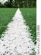 Разметка на футбольном поле с искусственным газоном, крупный план. Стоковое фото, фотограф Кекяляйнен Андрей / Фотобанк Лори