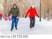 Купить «Russia, Samara, February 2018: Happy children skating on the ice track in the park.», фото № 29733925, снято 18 февраля 2018 г. (c) Акиньшин Владимир / Фотобанк Лори