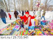Купить «Russia, Samara, February 2018: Trade in children's toys and souvenirs in the park at the celebration of Maslenitsa.», фото № 29733941, снято 18 февраля 2018 г. (c) Акиньшин Владимир / Фотобанк Лори