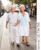 Aged couple on vacation roaming. Стоковое фото, фотограф Яков Филимонов / Фотобанк Лори