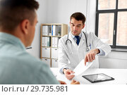 doctor giving prescription to patient at hospital. Стоковое фото, фотограф Syda Productions / Фотобанк Лори