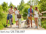 Купить «couple with bicycles and smartphone in summer», фото № 29736097, снято 7 июля 2018 г. (c) Syda Productions / Фотобанк Лори