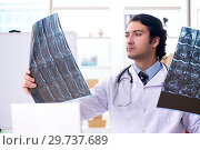 Купить «Young handsome male radiologist in front of whiteboard», фото № 29737689, снято 21 ноября 2018 г. (c) Elnur / Фотобанк Лори