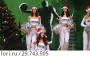 Купить «KAZAN, RUSSIA 23-12-18: Women in white costumes dancing for team supporting. Cheerleaders», видеоролик № 29743505, снято 23 июля 2019 г. (c) Константин Шишкин / Фотобанк Лори
