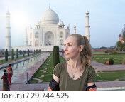 Купить «European woman the tourist on the background of Taj Mahal», фото № 29744525, снято 28 января 2014 г. (c) Куликов Константин / Фотобанк Лори
