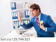 Купить «Office prank with kick me message on sticky note», фото № 29744921, снято 20 августа 2018 г. (c) Elnur / Фотобанк Лори