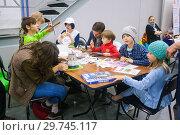 Купить «Дети занимаются творчеством», эксклюзивное фото № 29745117, снято 10 июня 2016 г. (c) Наталья Федорова / Фотобанк Лори