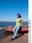 Купить «Girl near the boat on the bank of the Amur River, below the village of Sikachi-Alyan», фото № 29750857, снято 30 сентября 2018 г. (c) Катерина Белякина / Фотобанк Лори