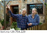 Купить «Man and woman standing outdoors», фото № 29754229, снято 15 декабря 2018 г. (c) Яков Филимонов / Фотобанк Лори
