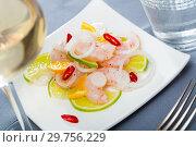 Купить «Ceviche with shrimps, lime, orange», фото № 29756229, снято 21 ноября 2019 г. (c) Яков Филимонов / Фотобанк Лори