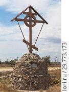 Купить «Поклонный крест на въезде в курортный город Евпатория, Крым», фото № 29773173, снято 5 июля 2018 г. (c) Николай Мухорин / Фотобанк Лори