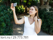 Купить «Woman taking selfie in park», фото № 29773781, снято 28 июля 2018 г. (c) Яков Филимонов / Фотобанк Лори