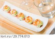 Купить «Grilled shrimps on rice balls», фото № 29774013, снято 23 июля 2019 г. (c) Яков Филимонов / Фотобанк Лори