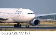 Купить «Air Namibia Airbus 330 at start», видеоролик № 29777197, снято 20 июля 2017 г. (c) Игорь Жоров / Фотобанк Лори