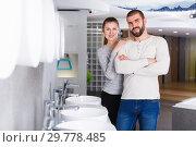 Купить «Young family couple choosing bathroom sink in store», фото № 29778485, снято 2 февраля 2018 г. (c) Яков Филимонов / Фотобанк Лори