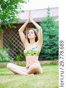 Купить «Nice young brunette dressed in a colorful swimsuit.», фото № 29778689, снято 1 июня 2016 г. (c) Сергей Сухоруков / Фотобанк Лори