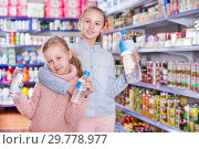 Купить «Little girls in supermarket with bottled water», фото № 29778977, снято 20 января 2018 г. (c) Яков Филимонов / Фотобанк Лори