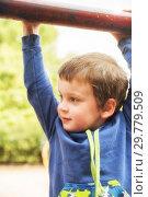 Купить «Boy hanging on horizontal bar», фото № 29779509, снято 28 августа 2018 г. (c) Юлия Бабкина / Фотобанк Лори