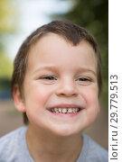 Купить «Outdoors closeup portrait of smiling freckled boy with dark hair and brown eyes», фото № 29779513, снято 28 августа 2018 г. (c) Юлия Бабкина / Фотобанк Лори