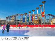 Купить «Ледовый каток вокруг фонтана «Музыка Славы» на площади Славы в Москве, район Кузьминки», фото № 29787981, снято 23 января 2019 г. (c) Владимир Сергеев / Фотобанк Лори