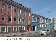 Купить «Москва, цветные фасады на Петровском бульваре», эксклюзивное фото № 29794729, снято 1 мая 2018 г. (c) Дмитрий Неумоин / Фотобанк Лори