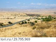 Купить «Осенний пейзаж с дорогой, Армения», фото № 29795969, снято 21 сентября 2018 г. (c) Инна Грязнова / Фотобанк Лори