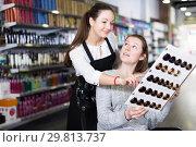 Купить «hairdresser edvise woman client about samples of hair dye», фото № 29813737, снято 31 марта 2018 г. (c) Яков Филимонов / Фотобанк Лори