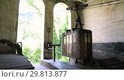Купить «Old soviet rusty and functioning ropeway or cable car cabins in Chiatura», видеоролик № 29813877, снято 27 января 2019 г. (c) Mikhail Starodubov / Фотобанк Лори