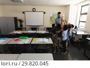 Купить «Far sight of schoolkids learning anatomy of human skeleton in classroom», фото № 29820045, снято 10 ноября 2018 г. (c) Wavebreak Media / Фотобанк Лори