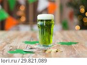 Купить «glass of green beer, horseshoe and golden coins», фото № 29821089, снято 31 января 2018 г. (c) Syda Productions / Фотобанк Лори