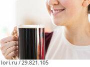 Купить «close up of smiling woman with dark beer in mug», фото № 29821105, снято 31 января 2018 г. (c) Syda Productions / Фотобанк Лори