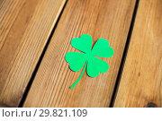 Купить «green paper four-leaf clover on wooden background», фото № 29821109, снято 31 января 2018 г. (c) Syda Productions / Фотобанк Лори