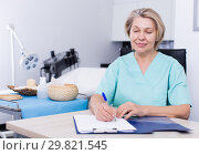 Купить «Cosmetician working with papers», фото № 29821545, снято 16 марта 2018 г. (c) Яков Филимонов / Фотобанк Лори