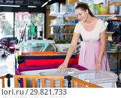 Купить «Pregnant woman choosing playpen», фото № 29821733, снято 22 сентября 2017 г. (c) Яков Филимонов / Фотобанк Лори